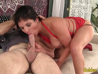 Mature Hottie Carolyn Jewel Gets Her Pussy Plowed by an Old Guy