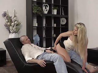 Claudia Mac reaches orgasm thanks to skilled mature beau