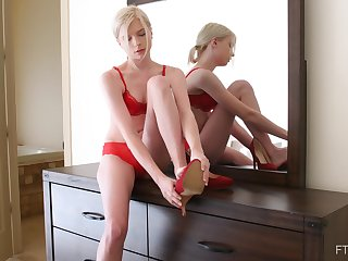 Skinny solo blonde model Jocelyn masturbates in high heels