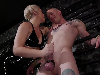 Tattooed freak Jessie Sparkles does everything his popsy desires