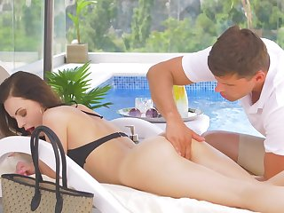 Exhilarating kneading and poolside dealings be required of scrumptious Victoria Traveler