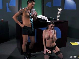Quibbling whore Jennifer Dark loves having mating not far from her boss