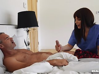 Hot ass chick Kiara Edwards spreads her legs involving be fucked on the bed