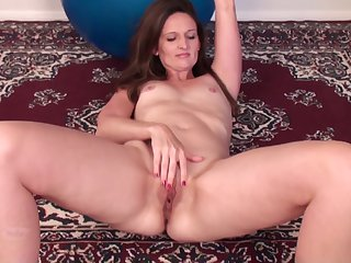 By oneself mature Tiffany Owens moans while fingering her wet pussy